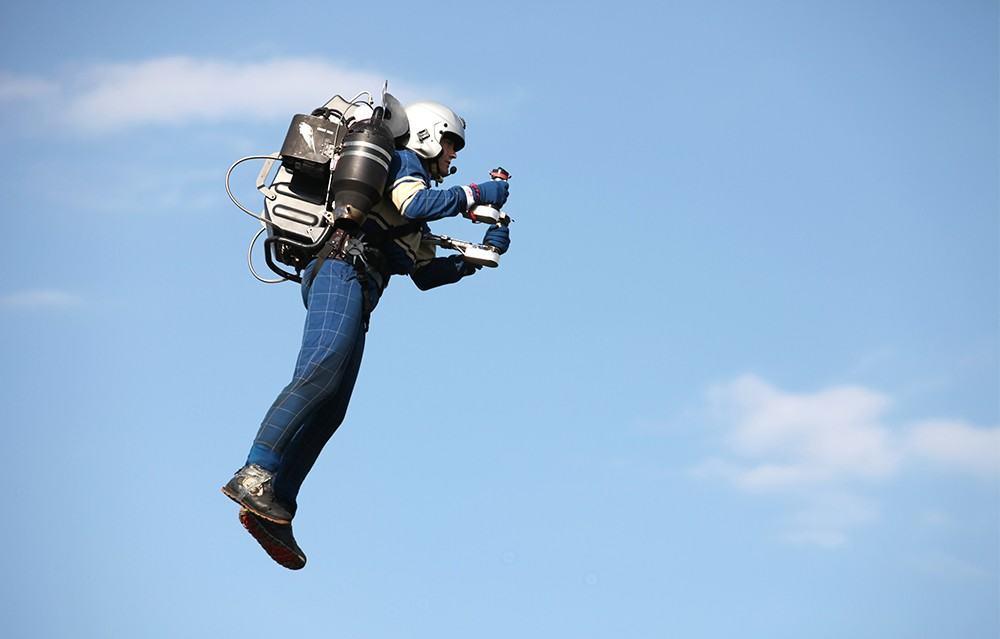 Wie cool! Per Jetpack JB-10 fliegen wie James Bond