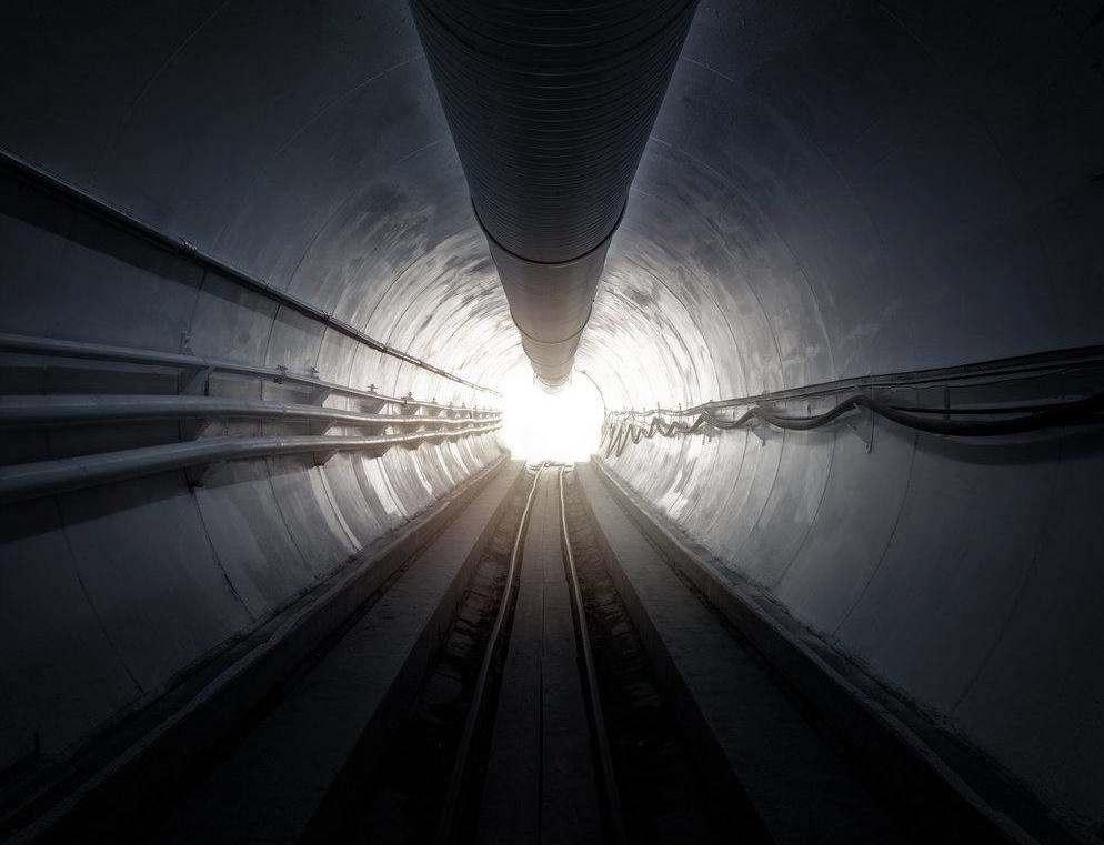 Erste erfolgreiche Testfahrt im The Loop Tunnel mit Tesla Model X