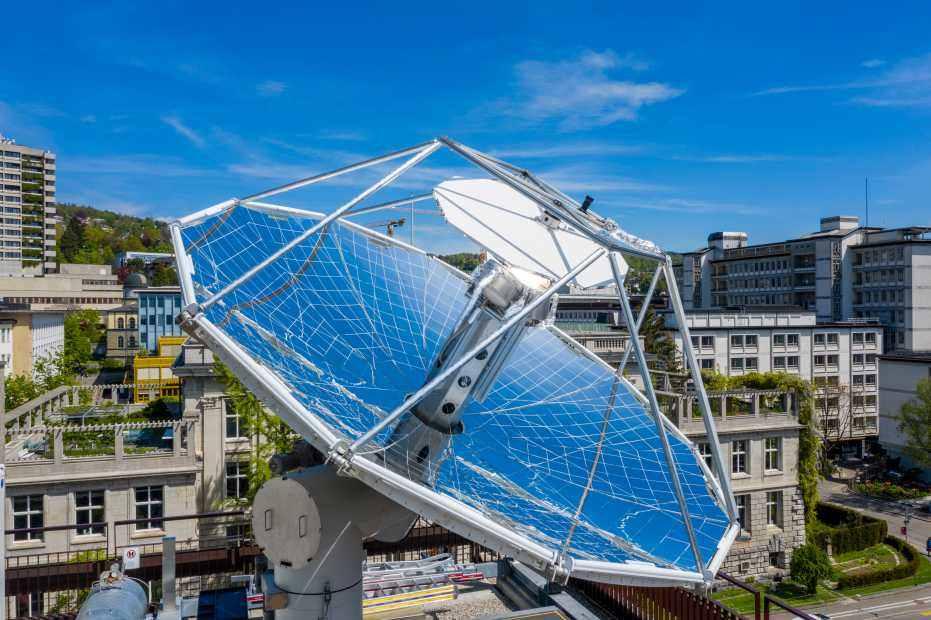 Solaranlage gewinnt klimaneutralen Treibstoff aus Luft und Sonnenlicht