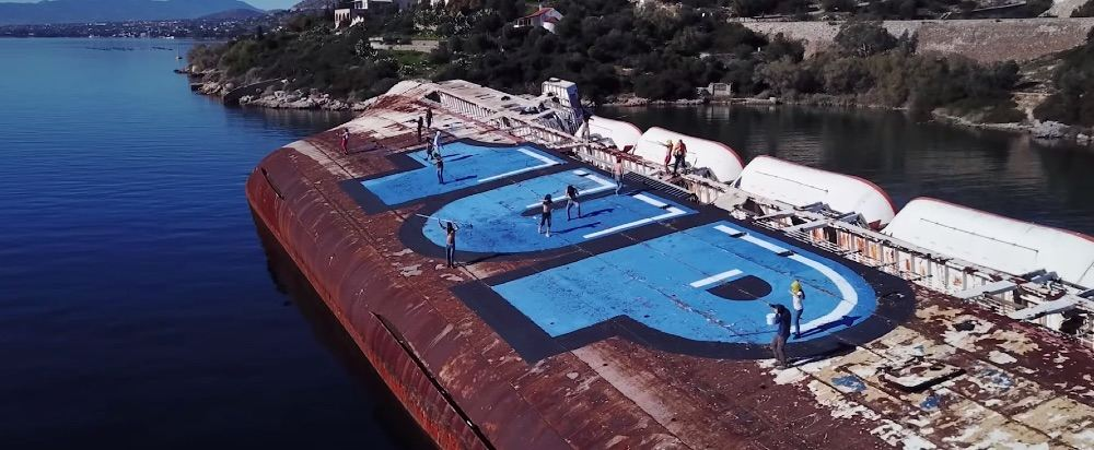 Urlaub mal anders  1UP Crew verschönern einen Tanker mit XXL-Graffiti