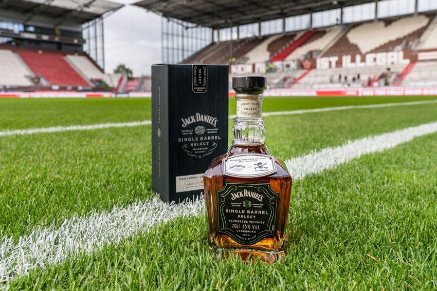 Gewinne eine von 500 limitierten Flaschen  FC St. Pauli und JACK DANIEL'S